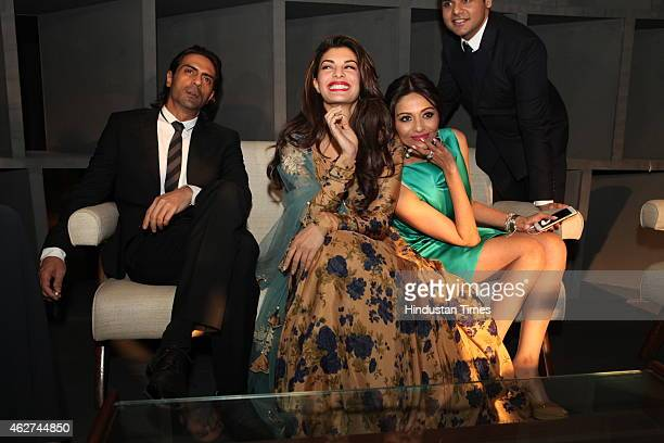 actor Arjun Rampal actor Jacqueline Fernandez and Kalyani Saha Chawla during India Art Fair closing party at Le Meridien on February 1 2015 in New...