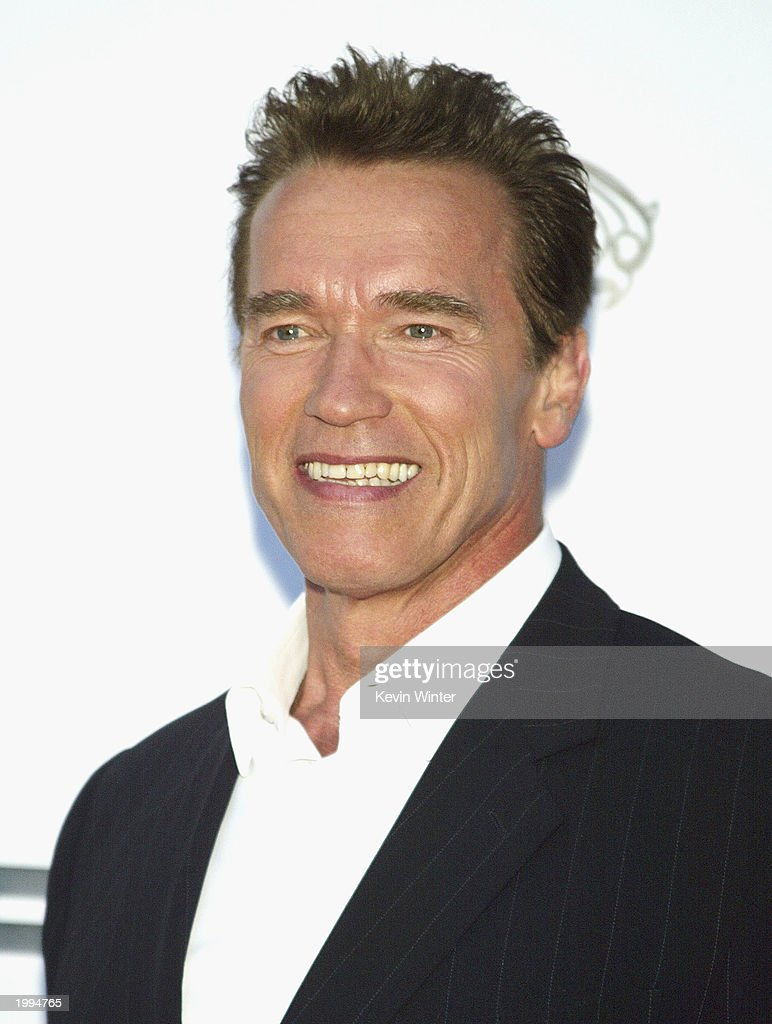 actor -arnold-schwarzenegger-arrives-at-the-video-game-launch-party-picture-id1994765