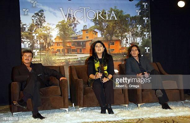 Actor Arturo Peniche actress Victoria Ruffo and actor Mauricio Ochmann participate in the press conference of Telemundo's Spanish soap opera Victoria...