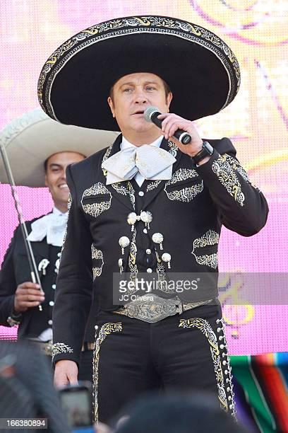 Actor Arturo Peniche performs on stage during Univision Network's New Novela Que Bonito Amor Press Conference and fan meet and greet at Plaza Mexico...