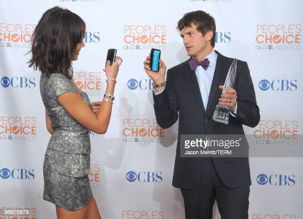Actor Ashton Kutcher and actress Jessica Alba pose Kutcher's Favorite Web Celeb award in the press room during the People's Choice Awards 2010 held...