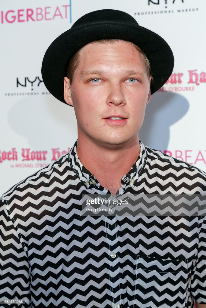 Tiger Beat's Pre-Party Around FOX's Teen Choice Awards - Arrivals