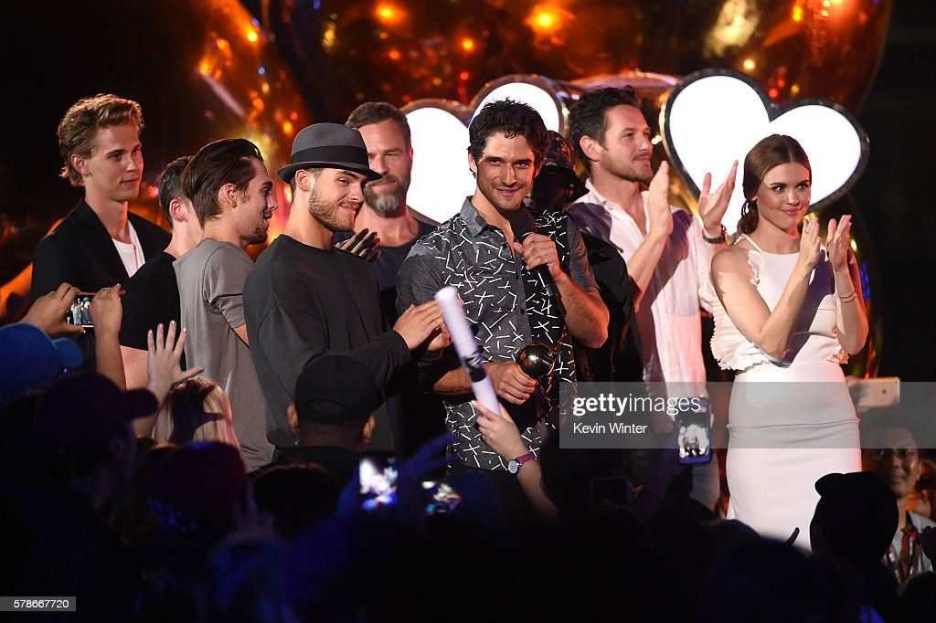 Actor Austin Butler presents the Fandom of the Year award to Executive producer Jeff Davis, actors Cody Christian, JR Bourne, Dylan Sprayberry, Host Tyler Posey, actors Ian Bohen and Holland Roden onstage at the MTV Fandom Awards San Diego at PETCO Park on July 21, 2016 in San Diego, California.