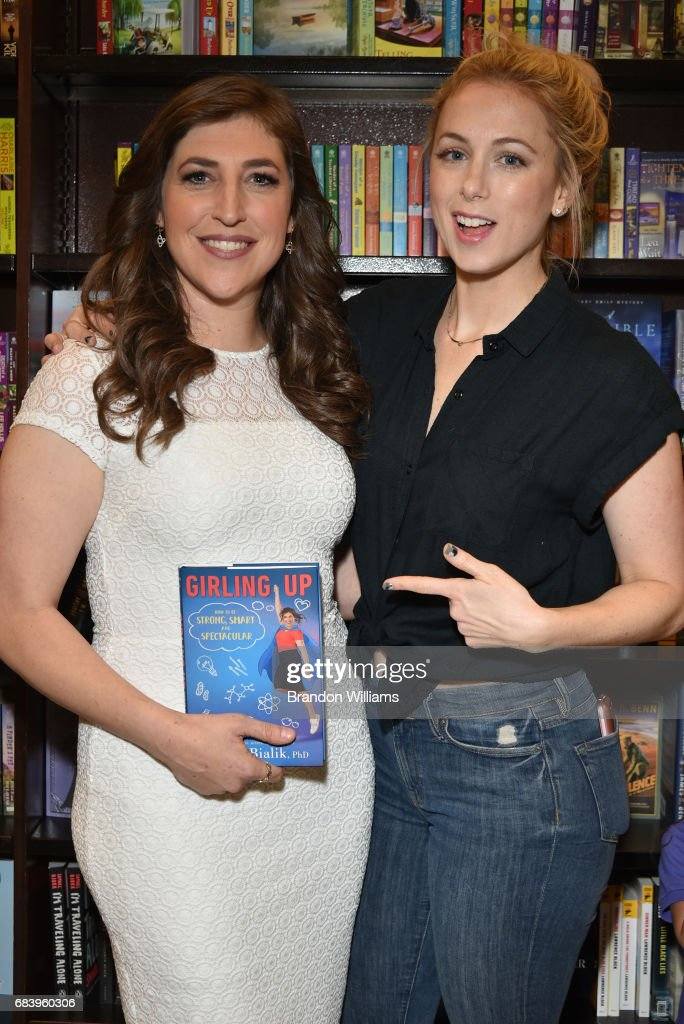 """Mayim Bialik Discusses And Signs """"Girling Up: How To Be Strong, Smart, And Spectacular"""" : News Photo"""