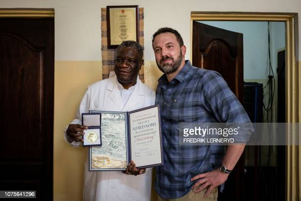 US Actor Ben Affleck and 2018 Nobel Peace Prize laureate Doctor Denis Mukwege pose for pictures with the award following a meeting at the Panzi...