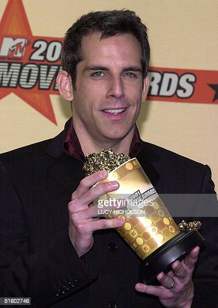 US actor Ben Stiller poses backstage with his award for Best Comedic Performance for Meet the Parents at the 2001 MTV Movie Awards at the Shrine...