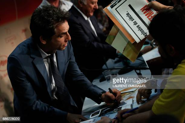 US actor Ben Stiller signs autographs on May 21 2017 after he attended a press conference for the film 'The Meyerowitz Stories ' at the 70th edition...