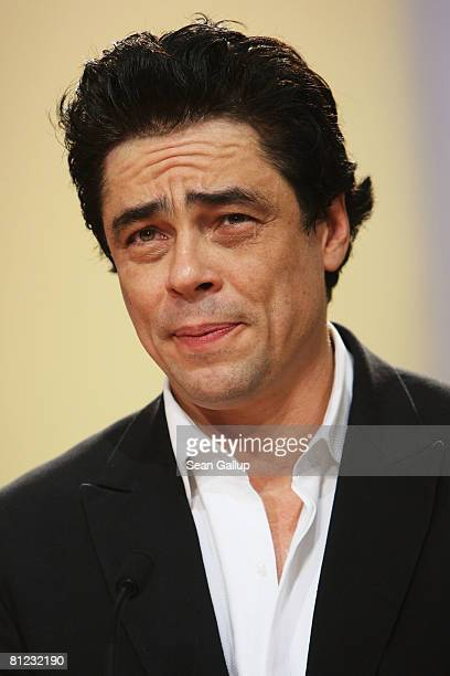 Actor Benicio Del Toro accepts his award for Best Actor for Che during the Palme d'Or Closing Ceremony at the Palais des Festivals during the 61st...