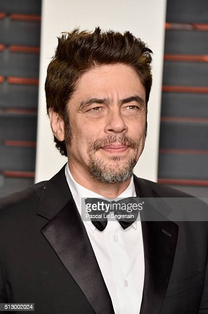 Actor Benicio del Toro attends the 2016 Vanity Fair Oscar Party Hosted By Graydon Carter at the Wallis Annenberg Center for the Performing Arts on...