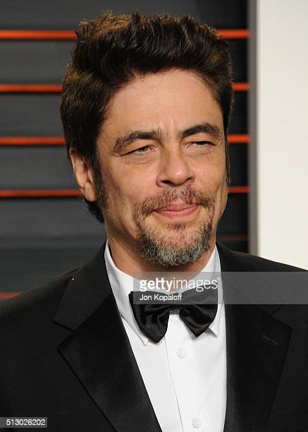 Actor Benicio del Toro attends the 2016 Vanity Fair Oscar Party hosted By Graydon Carter at Wallis Annenberg Center for the Performing Arts on...