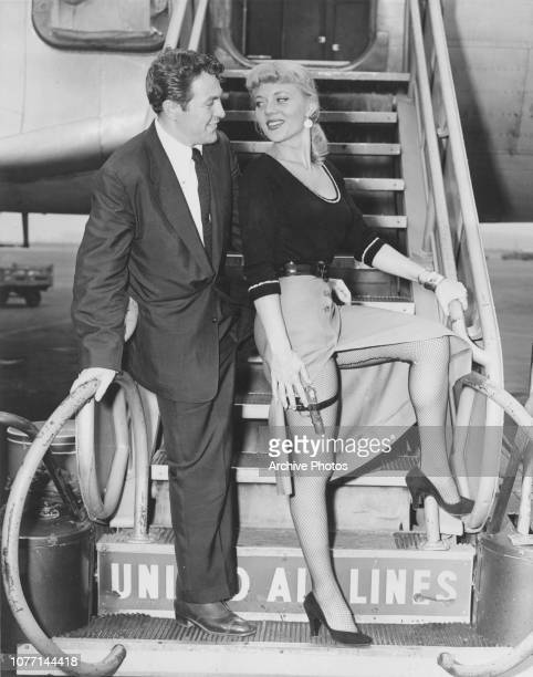 Actor Biff Elliot mets actress Peggie Castle his costar in the Mike Hammer film 'I the Jury' at La Guardia Airport in New York City circa 1953 Elliot...