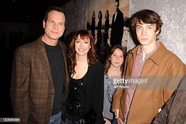 Actor Bill Paxton Louise Paxton Lydia Paxton and James Paxton arrive at HBO's Big Love Season 5 Premiere at Directors Guild Of America on January 12...
