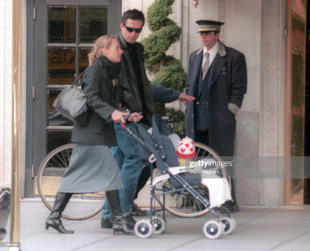 Billy Baldwin Strolls on Westside : News Photo