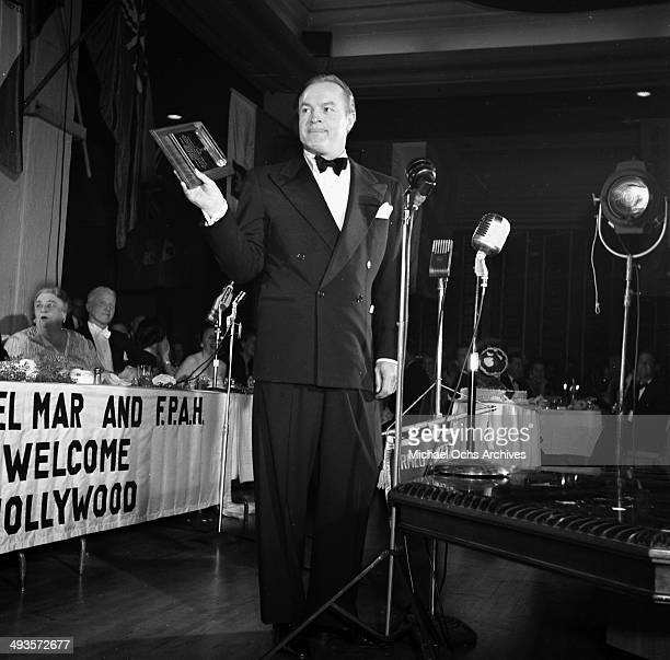 Actor Bob Hope presents a award at the Foreign Press Awards in Los Angeles, California.