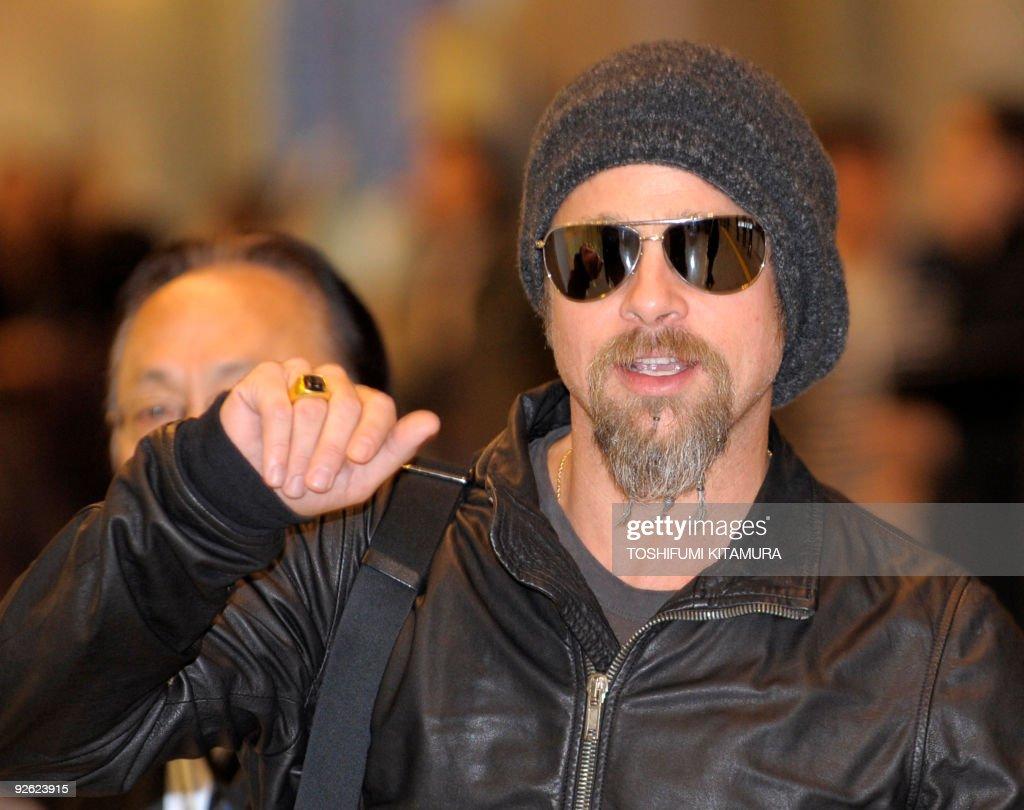 US actor Brad Pitt arrives at Narita Int : News Photo