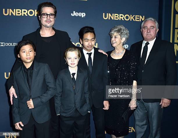 Actor Brad Pitt Pax Thien JoliePitt Shiloh Nouvel JoliePitt Maddox JoliePitt Jane Pitt and William Pitt arrive at the Premiere Of Universal Studios'...