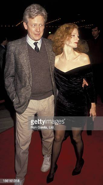 Actor Bruce Davidson and actress Lisa Pelikan attend the premiere of 'Silence Of The Lambs' on February 1 1991 at the Cineplex Odeon Cinema in...