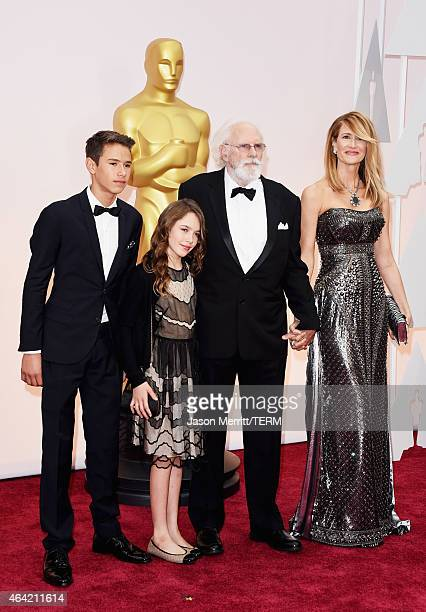Actor Bruce Dern actress Laura Dern and her children Ellery DernHarper and Jaya DernHarper attend the 87th Annual Academy Awards at Hollywood...