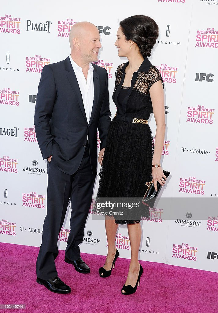 Actor Bruce Willis and wife model Emma Heming attend the 2013 Film Independent Spirit Awards at Santa Monica Beach on February 23, 2013 in Santa Monica, California.