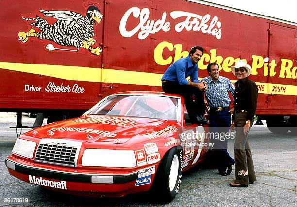 Actor Burt Reynolds poses with Jim Nabors and Hal Needham during the filming of a racing movie Stroker Ace in August 1982 at the Lakewood Park...