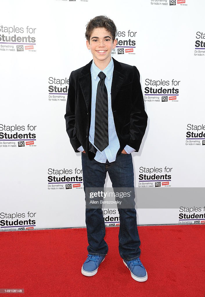 "Staples, DoSomething.org, Teen Actress Bella Thorne And Young Hollywood ""Party"" For A Cause For Kids In Need - Arrivals : News Photo"