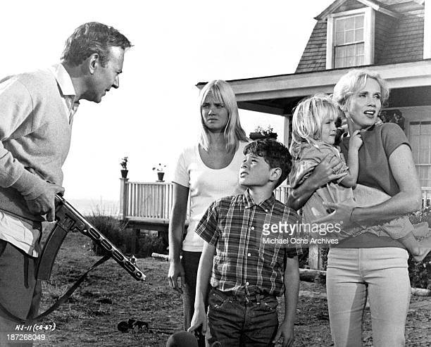 Actor Carl Reiner actress Andrea Dromm actor Sheldon Collins actress Cindy Putnam and Eva Marie Saint on set of the movie The Russians Are Coming the...