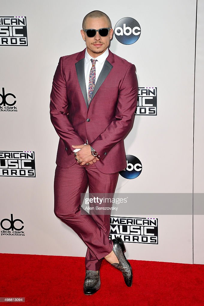 Actor Casper Smart arrives at the 2015 American Music Awards at Microsoft Theater on November 22, 2015 in Los Angeles, California.