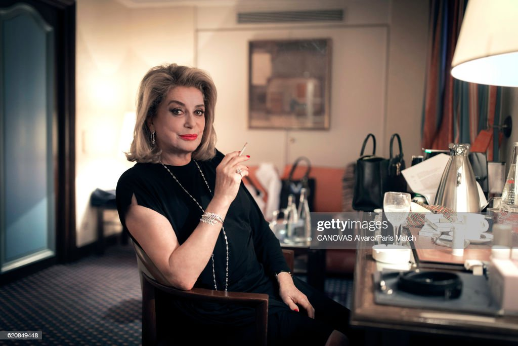 Catherine Deneuve, Paris Match issue 3518, October 20, 2016