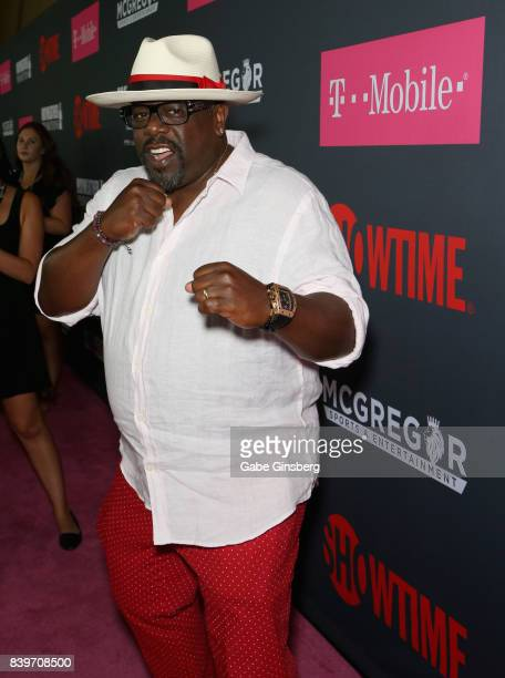 Actor Cedric the Entertainer arrives on TMobile's magenta carpet duirng the Showtime WME IME and Mayweather Promotions VIP PreFight Party for...