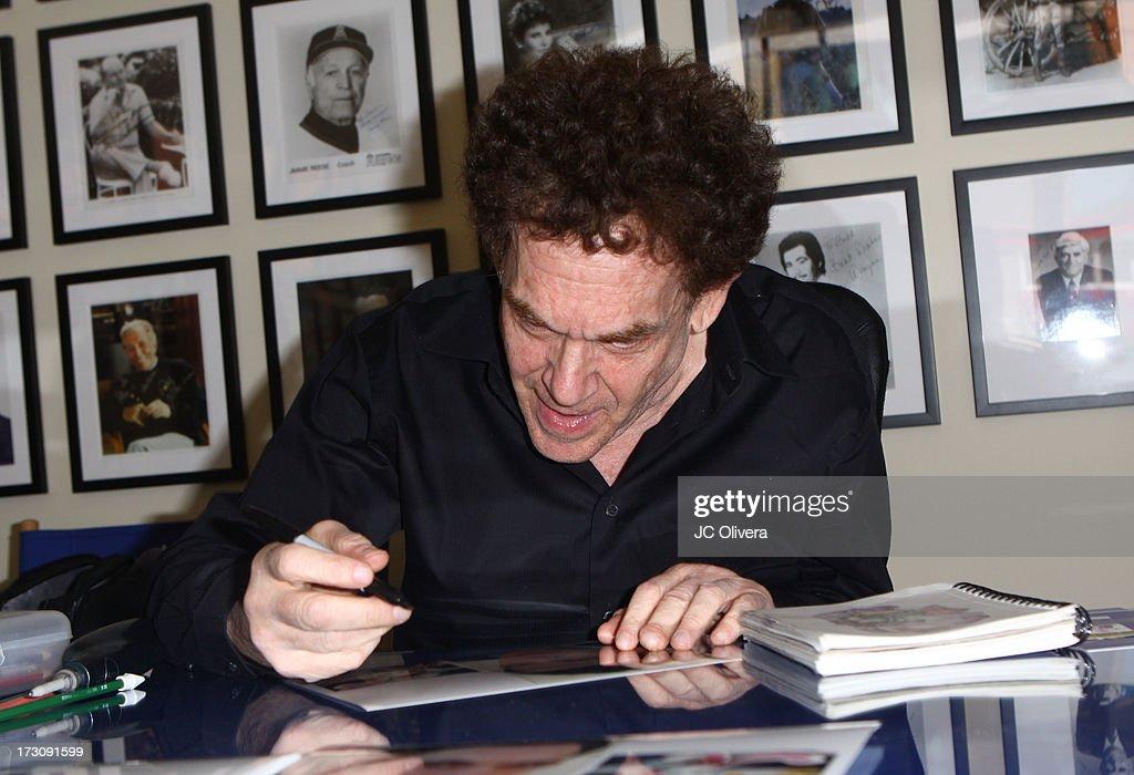 Fotos und Bilder von Charles Fleischer Appearance To Celebrate 25th ...