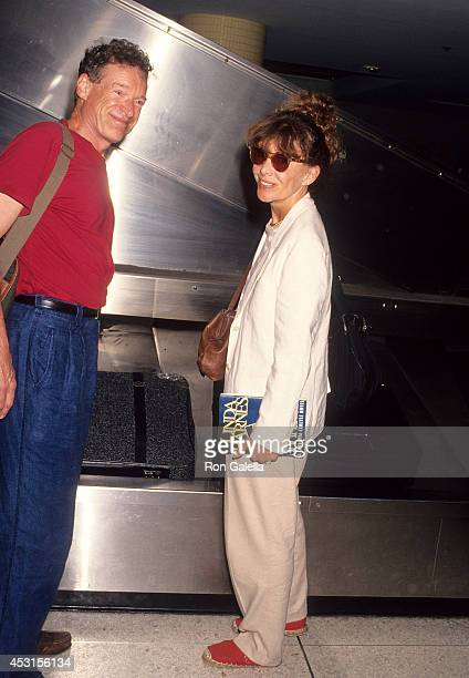 Actor Charles Kimbrough and actress Beth Howland arrive from New York City on July 9 1993 at the Los Angeles International Airport in Los Angeles...