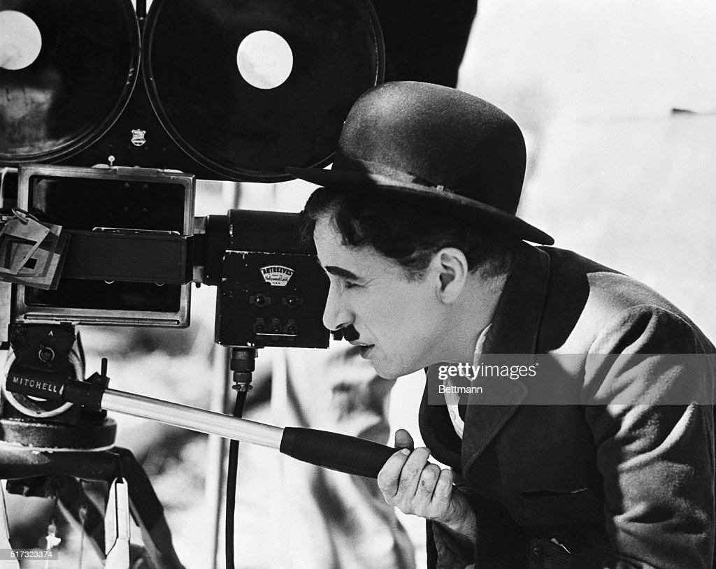 Charlie Chaplin Behind Movie Camera : News Photo