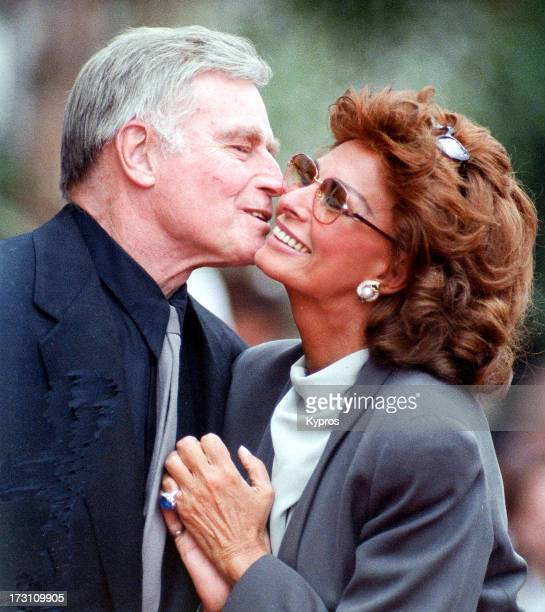 Actor Charlton Heston with actress Sophia Loren when she receives a star on the Walk of Fame February 1 1994 at Hollywood Boulevard in Hollywood...