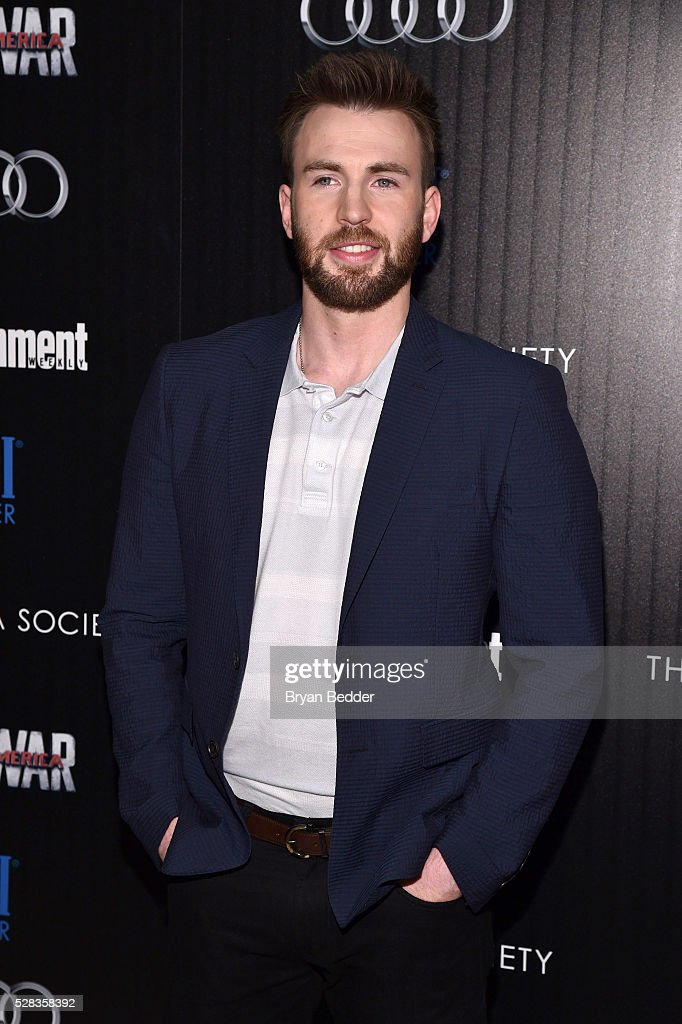 "The Cinema Society With Audi And FIJI Water Host A Screening Of Marvel's ""Captain America: Civil War"" : Foto jornalística"