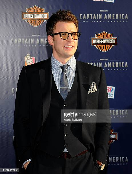 Actor Chris Evans attends the Los Angeles Premiere of Captain America The First Avenger at the El Capitan Theatre on July 19 2011 in Hollywood...