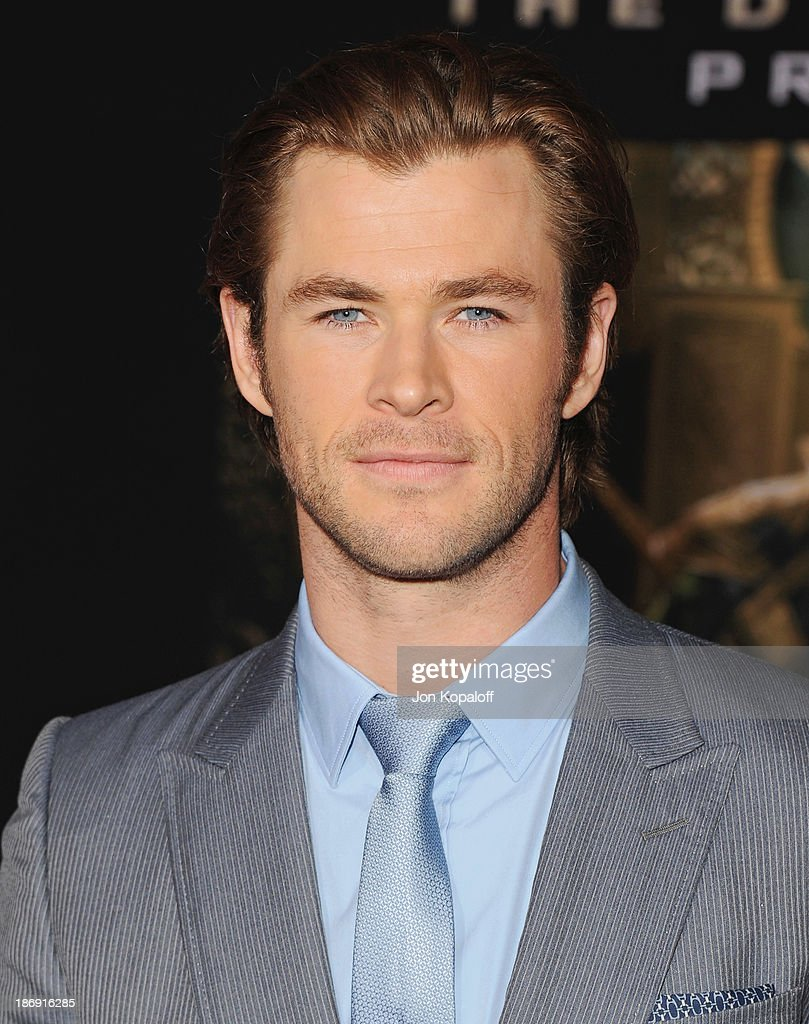 Actor Chris Hemsworth arrives at the Los Angeles Premiere 'Thor: The Dark World' at the El Capitan Theatre on November 4, 2013 in Hollywood, California.