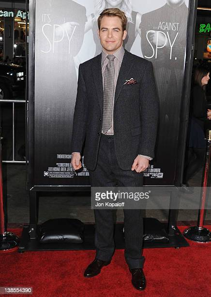 """Actor Chris Pine arrives at the Los Angeles Premiere """"This Means War"""" at Grauman's Chinese Theatre on February 8, 2012 in Hollywood, California."""