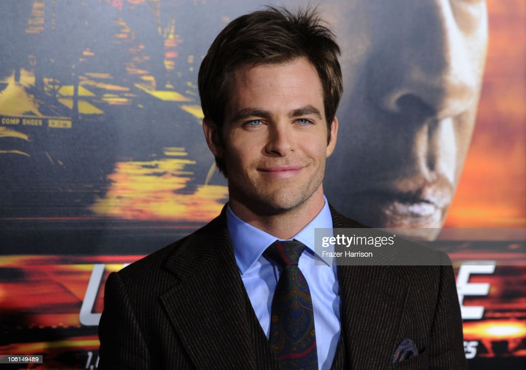 Actor Chris Pine arrives at the premiere of Twentieth Century Fox's 'Unstoppable' at Regency Village Theater on October 26, 2010 in Westwood, California.