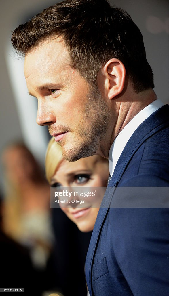 Actor Chris Pratt and actress/wife Anna Faris arrive for the Premiere Of Columbia Pictures' 'Passengers' held at Regency Village Theatre on December 14, 2016 in Westwood, California.