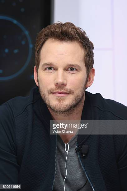 Actor Chris Pratt attends photocall and video chat to promote his new film 'Passengers' at St Regis Hotel on November 3 2016 in Mexico City Mexico
