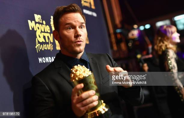 Actor Chris Pratt poses with the MTV Generation Award during the 2018 MTV Movie And TV Awards at Barker Hangar on June 16 2018 in Santa Monica...