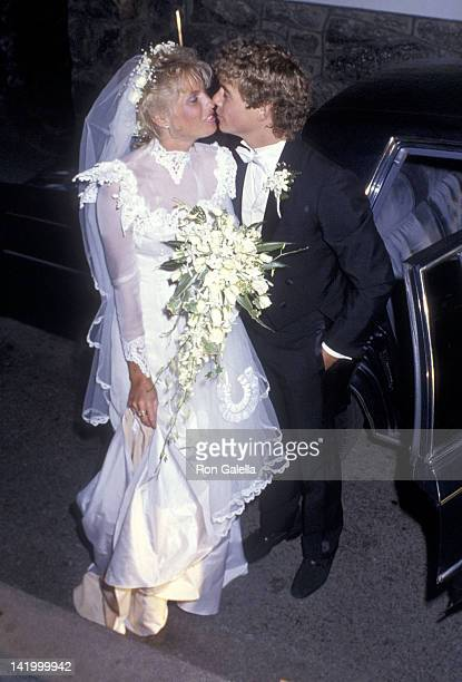 Actor Christopher Atkins and wife Lyn Barron attend their wedding reception on May 25 1985 at the Apawamis Club in Rye New York