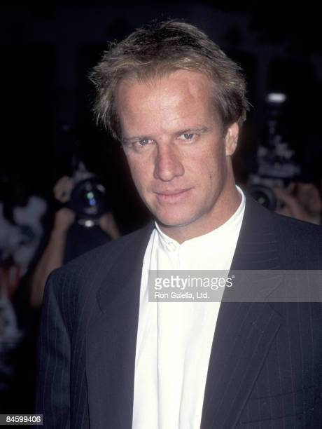 """Actor Christopher Lambert attends the """"Mortal Kombat"""" Hollywood Premiere on August 16, 1995 at Mann's Chinese Theatre in Hollywood, California."""
