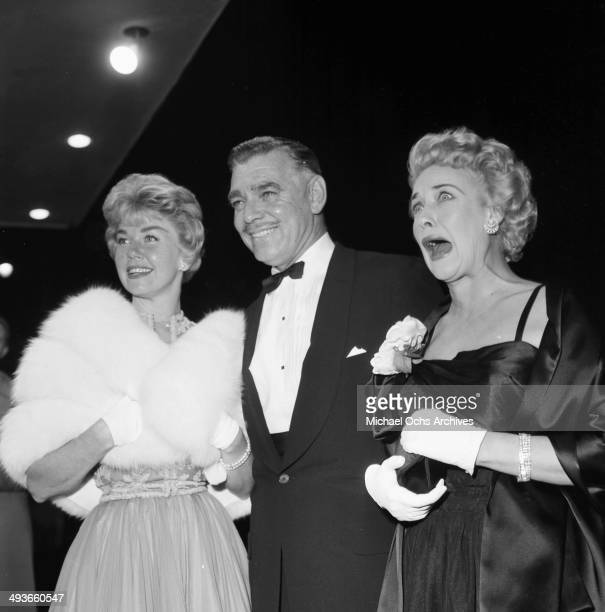 LOS ANGELES CIRCA 1957 Actor Clark Gable and wife Kay Spreckels and actress Doris Day at the premier in Los Angeles California