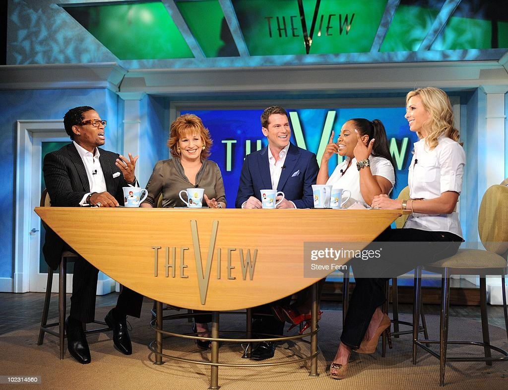 THE VIEW - Actor, comedian and radio personality D.L. Hughley is the guest moderator of 'THE VIEW,' and Thomas Roberts co-hosts , 6/22/10 (11:00 a.m. - 12:00 noon, ET) airing on the ABC Television Network. VW10 (Photo by Steve Fenn/ABC via Getty Images) D