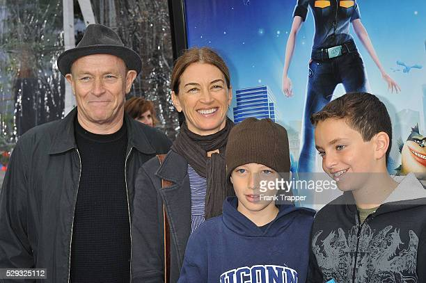 Actor Corbin Bernsen and his wife actress Amanda Pays arrive with their children at the premiere of Monsters vs Aliens held at Gibson Amphitheatre in...