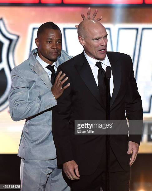 Actor Cuba Gooding Jr jokes around with former NHL player Mark Messier during the 2014 NHL Awards at the Encore Theater at Wynn Las Vegas on June 24...