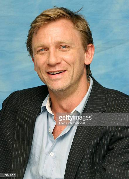 OUT*** Actor Daniel Craig answers questions from the press at a junket for his new film Sylvia at the Dorchester Hotel October 13 2003 in London...