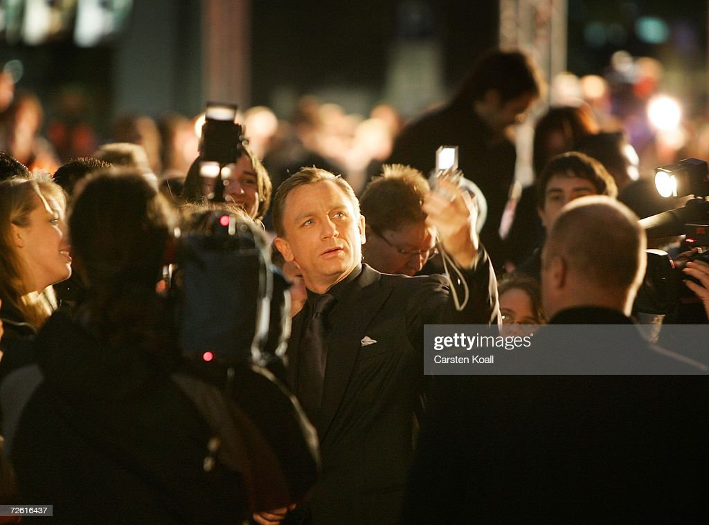 Actor Daniel Craig arrives at the German premiere to 'Casino Royale' at the CineStar November 21, 2006 in Berlin, Germany.