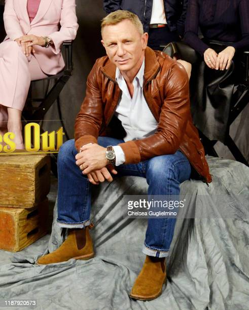 """Actor Daniel Craig attends the photocall for Lionsgate's """"Knives Out"""" at Four Seasons Hotel Los Angeles at Beverly Hills on November 15, 2019 in Los..."""